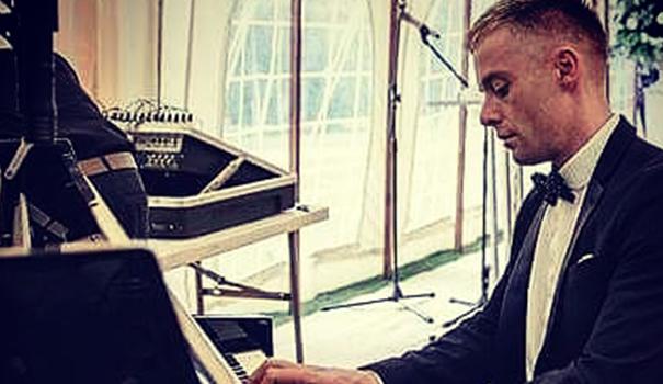 Hire-Leeds-Pianist