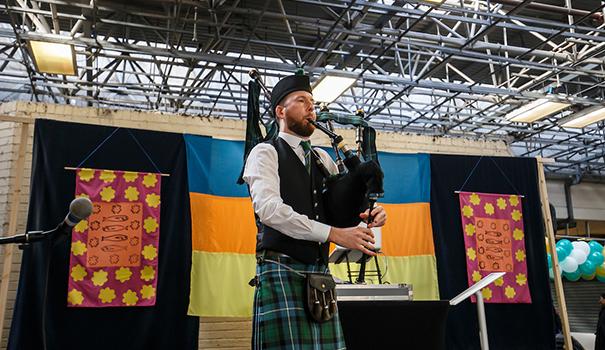 Hire-Scottish-Bagpiper